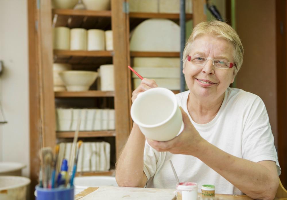 Traditionelle Handarbeit in der Keramikwerkstatt