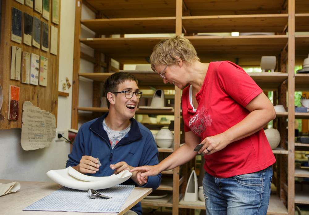 Ikeabankeramik entsteht in gemeinsamer Arbeit