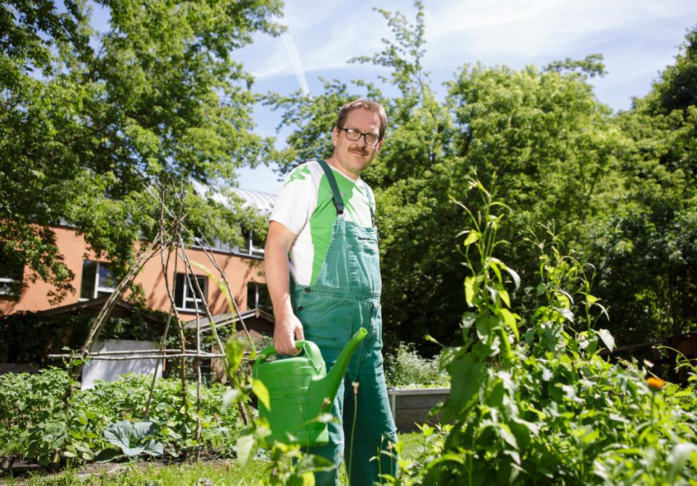 Pflanzen gießen im eigenen Garten