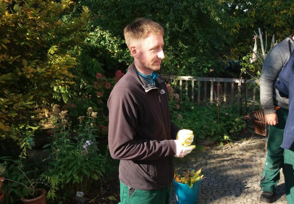Herr Reble, visitBerlin, in der Gartenwerkstatt