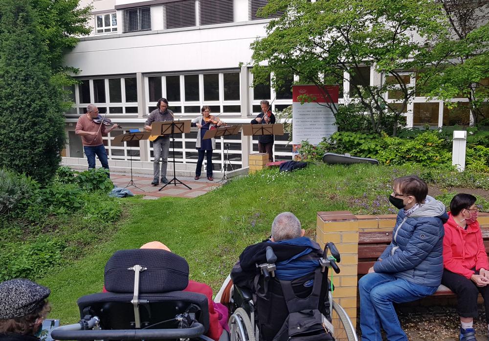 """Konzert vor der """"Schrippenkirche"""""""